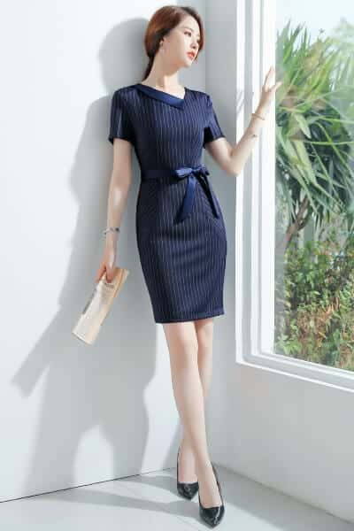 Đầm sơ mi sọc cổ lật thắt nơ eo kiểu tay ngắn - 99+ Mẫu đồng phục công sở nữ tự tin khoe vóc dáng