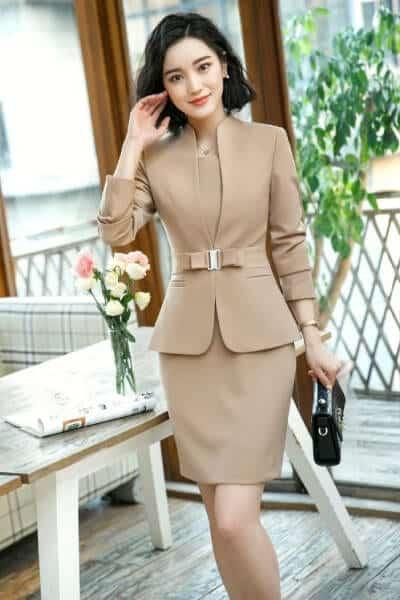 Đầm công sở dáng suông khoác vest nữ không cổ - 99+ Mẫu đồng phục công sở nữ tự tin khoe vóc dáng