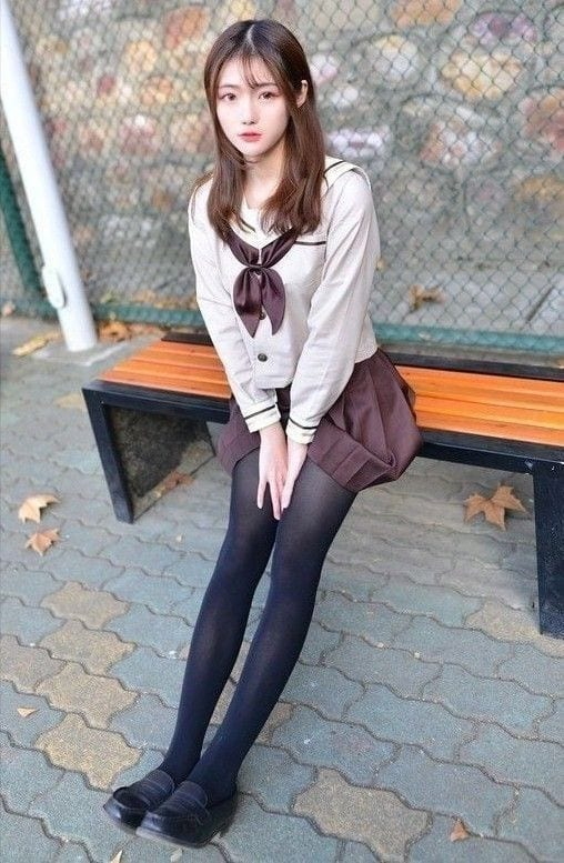 Nữ sinh Nhật Bản lựa chọn quần tất làm chủ đạo