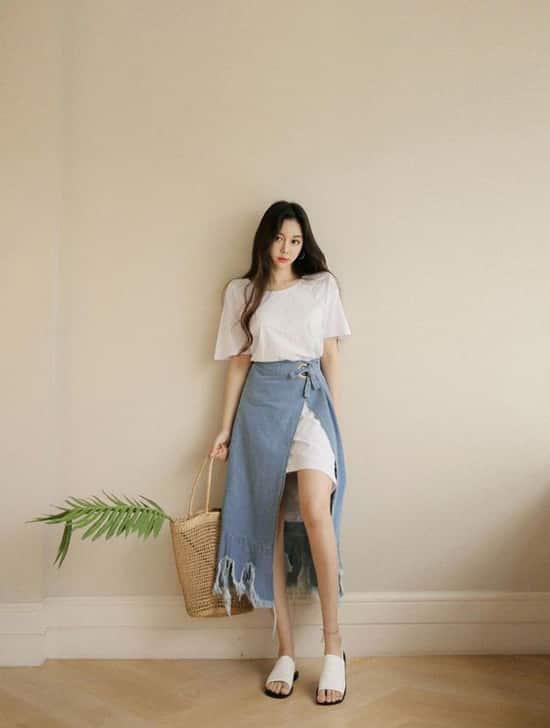 Ngoài các jeans quen thuộc, các nhà mốt còn mang tới trang phục thiết kế trên chất liệu vải denim sắc màu thời trang.