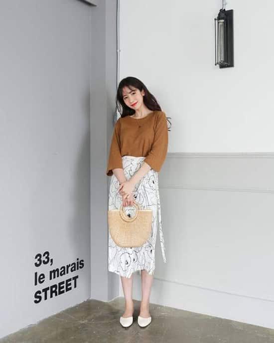Song song với váy đơn sắc, các nhà mốt còn giới thiệu nhiều mẫu họa tiết độc đáo và lạ mắt.