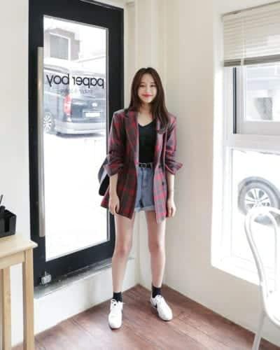 Short jeans không phải là trang phục hot nhất mùa hè năm nay nhưng chúng vẫn được những cô gái yêu phong cách năng động chọn lựa để mix đồ dạo phố.