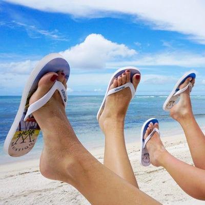 Dép xỏ ngón là một trong 6 item không thể thiếu khi đi biển