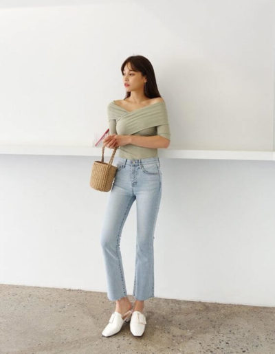 Hay diện áo trễ vai băng quấn kết hợp cùng Jeans cũng xinh lắm đó