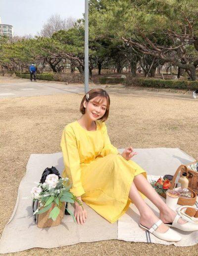 Váy vàng đơn giản thôi mà đẹp chói lóa