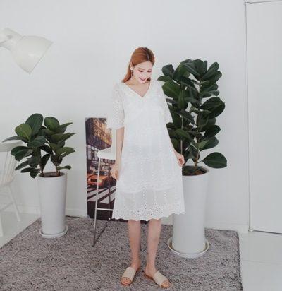 Váy trắng cổ V tay lỡ hai lớp rộng hợp cả với những nàng bầu