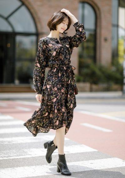 Váy cổ tàu hoa đen đuôi cá phù hợp với cô nàng nào hơi mũm mĩm một chút