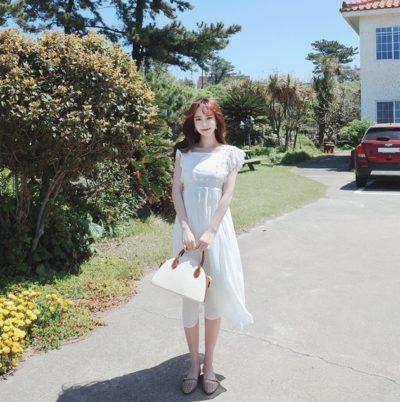 Váy trắng ren tay cức xinh hợp với mọi người luôn