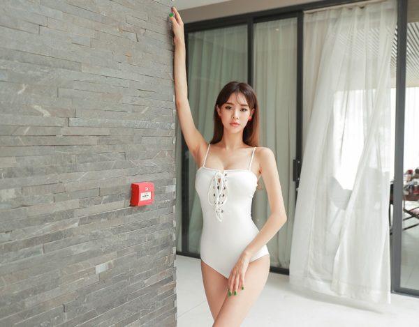 Bikini một mảnh - Ảnh 24