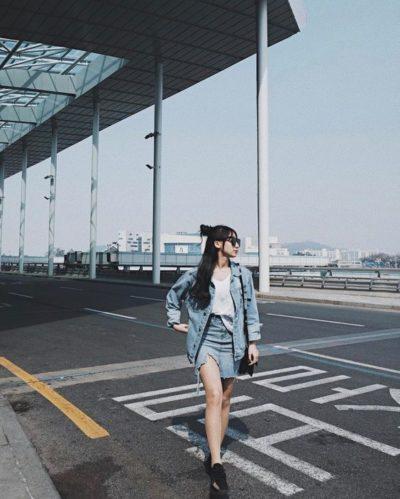 Phong cách cá tính với áo khoác jeans và chân váy jeans