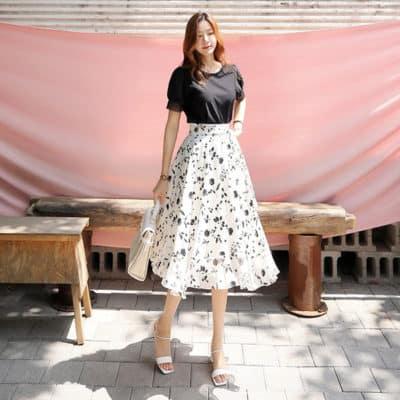 Chân váy voan trắng họa tiết hoa đen