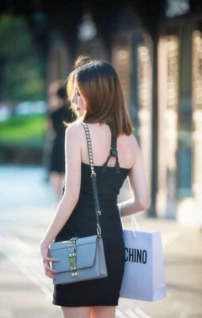 Đầm ôm body tông đen hở lưng, vai trần