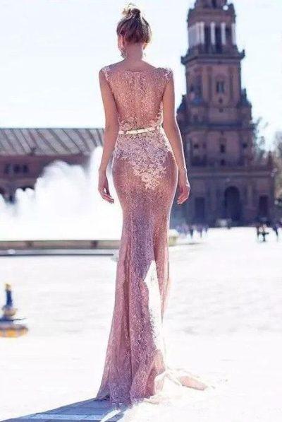 Váy dạ hội ren quyến rũ hơi mờ, xuyên thấu có thể nhìn rõ nội y.