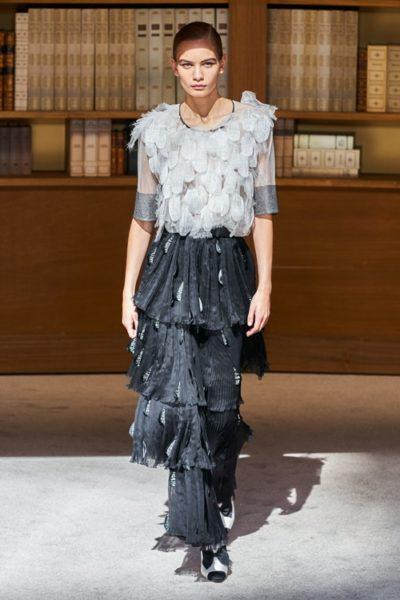 Người kế nhiệm Lagerfeld biến show Chanel Haute Couture thành thư viện khổng lồ - Ảnh 11
