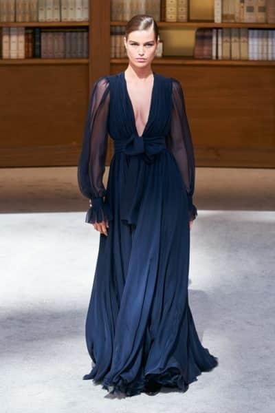 Người kế nhiệm Lagerfeld biến show Chanel Haute Couture thành thư viện khổng lồ - Ảnh 12