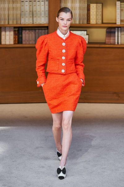 Người kế nhiệm Lagerfeld biến show Chanel Haute Couture thành thư viện khổng lồ - Ảnh 3
