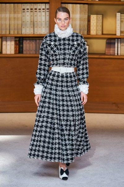 Người kế nhiệm Lagerfeld biến show Chanel Haute Couture thành thư viện khổng lồ - Ảnh 4