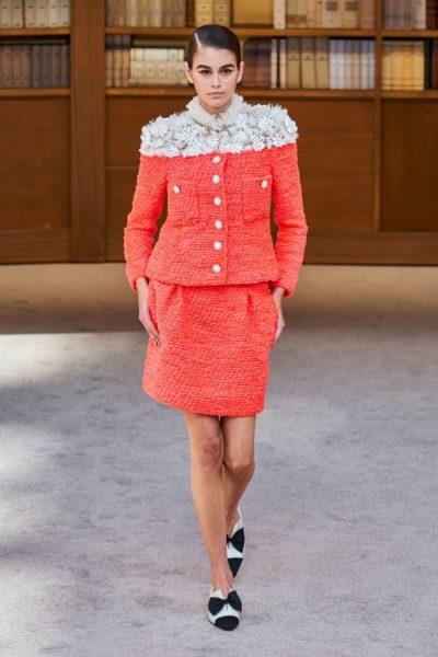 Người kế nhiệm Lagerfeld biến show Chanel Haute Couture thành thư viện khổng lồ - Ảnh 7