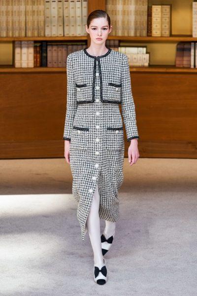 Người kế nhiệm Lagerfeld biến show Chanel Haute Couture thành thư viện khổng lồ - Ảnh 8