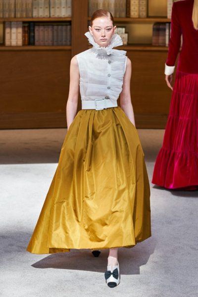 Người kế nhiệm Lagerfeld biến show Chanel Haute Couture thành thư viện khổng lồ - Ảnh 9
