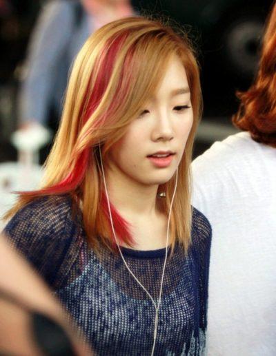 Tóc vàng highlight đỏ phong cách trẻ trung