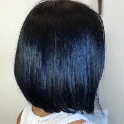 Tóc đen highlight xanh dương trẻ trung