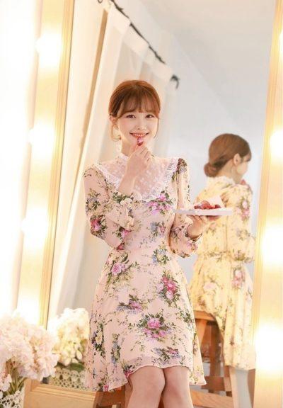 Đầm hoa phối ren kín cổ