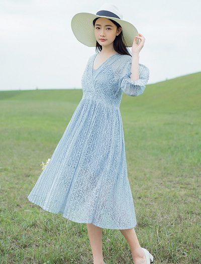 Đầm ren xanh lam bồng bềnh, dịu dàng
