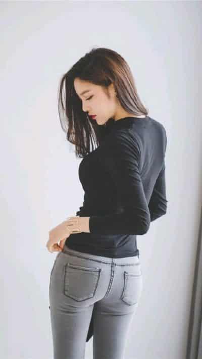 Áo phông + Jean co giãn