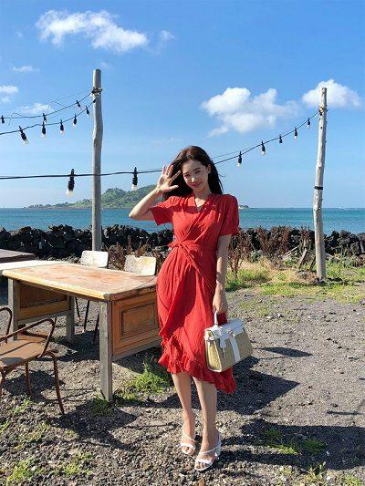 Váy đắp chéo tông đỏ rực rỡ dự tiệc cưới