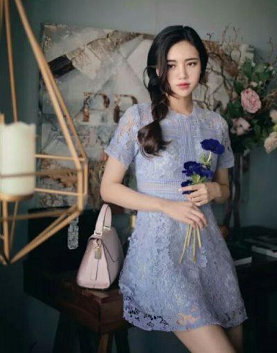 Váy ren tay ngắn cổ tròn dự tiệc cưới