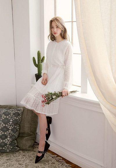 Đầm ren trắng tay dài cổ tròn dự tiệc cưới