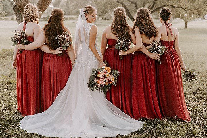 Những kiểu phối đồ đi đám cưới xinh đẹp, dễ thương