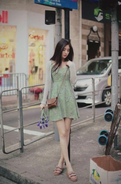 Họa tiết váy hoa nhí ngọt ngào cho nàng tự tin dạo phố.