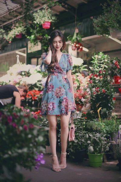 Váy hoa bằng họa tiết dáng ngắn đắp chéo dễ thương