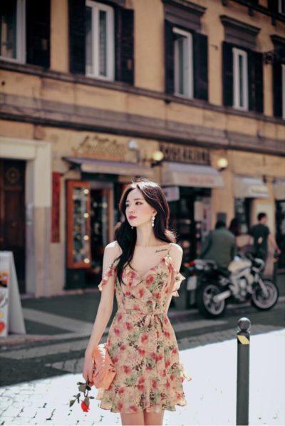 Váy hoa hai dây bèo tăng thêm phần quyến rũ