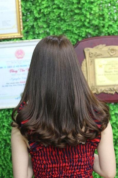 Bất cứ ai cũng đều cuốn hút bởi mái tóc xoăn nhẹ này