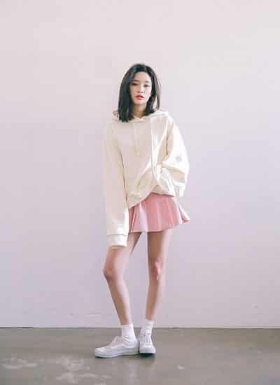 Phối chân váy tennis với áo Sweater/Hoodie - Ảnh 4