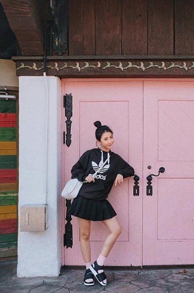 Phối chân váy tennis với áo Sweater/Hoodie - Ảnh 5
