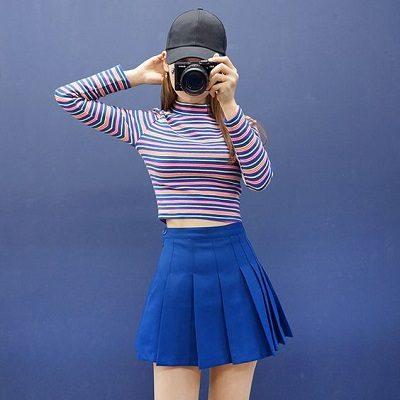 Phối áo phông tay dài croptop cùng váy tennis