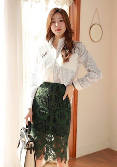 Chân váy ren tuy đã từng bị xem là item phản cảm nhưng giờ đây nó trở thành xu hướng cho nàng công sở