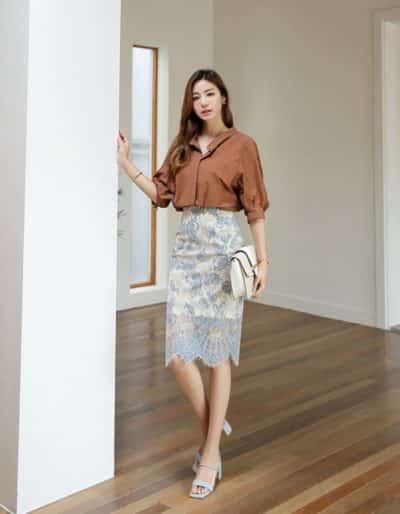 Hãy chọn những họa tiết chân váy ren chững chạc hơn sẽ khiến nàng nổi bật hơn ở nơi làm việc