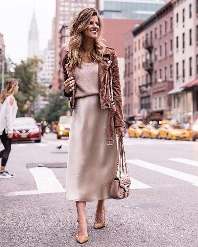 Nếu bạn đang sở hữu một mẫu váy ngủ gợi cảm khó cưỡng, đừng quên kết hợp với áo khoác - Ảnh 1