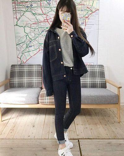 Công thức: Áo phông sọc ngang + Quần jeans cạp ngắn