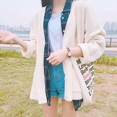 Công thức: Áo phông trắng cổ tròn + Quần short jean ngắn