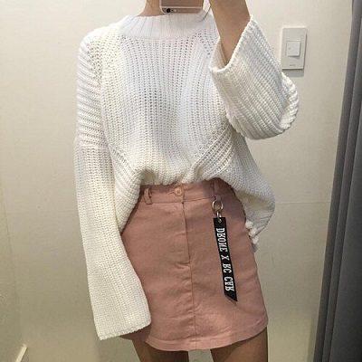 Công thức: Áo len oversize + Chân váy ngắn