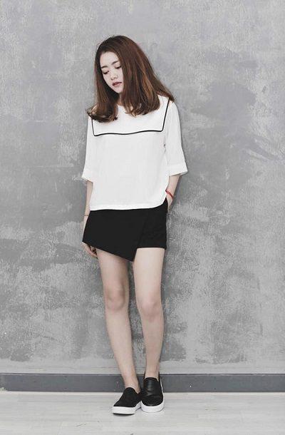 Áo phông trắng phối cùng quần giả váy siêu chất