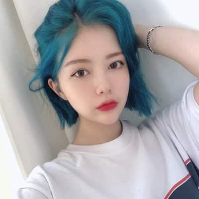 Màu tóc nhuộm xanh biển đẹp nhất ở tuổi thanh xuân