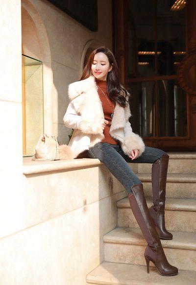 Boots cổ cao chính là item thời trang mùa thu hàn quốc được lựa chọn nhiều nhất