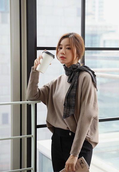 Mặc mãi những item quen thuộc dễ khiến nữ công sở thấy nhàm chán - 4 Trang phục công sở giúp nàng tươi mới mẻ mỗi ngày